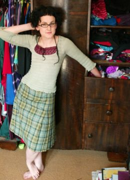 Thick bottomed amateur Alice wearing glasses and showing hairy triangle